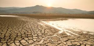 Terreno spaccato dalla siccità